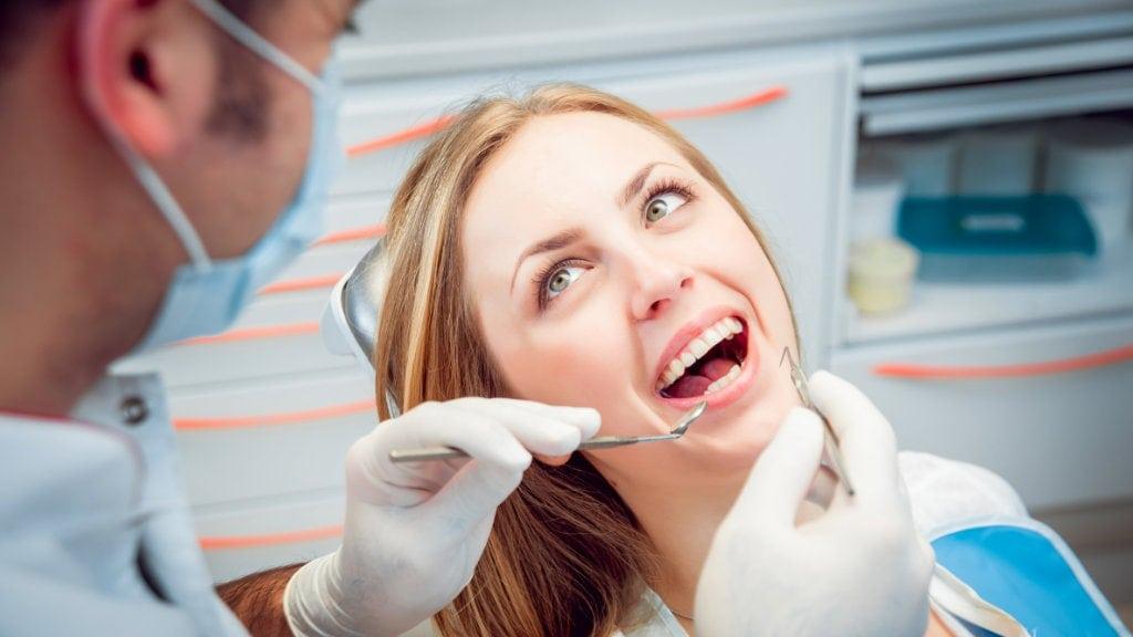 Οι 7 μέθοδοι αισθητικής οδοντιατρικής για ένα όμορφο χαμόγελο