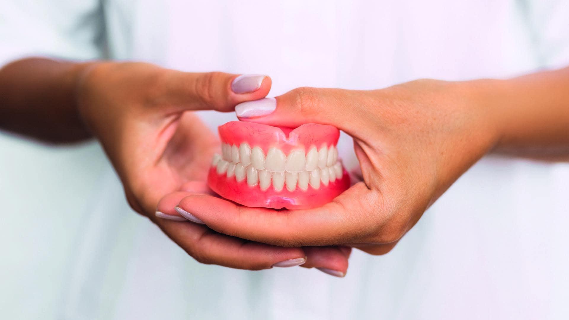 Οδοντοστοιχίες σταθερές ή κινητές – Ολικές, Μερικές ή Επένθετες